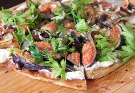 Fresh Fig and Onion Flatbread Pizza