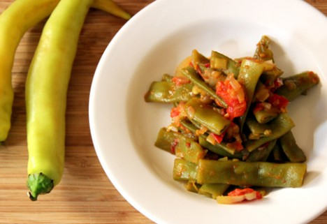 Sautéed Green Beans With Peppers and Tomatoes